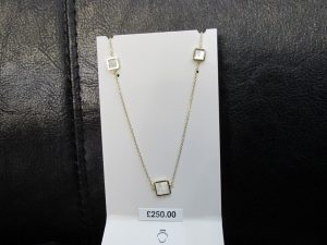 Mother of Pearl Necklance 9ct Gold